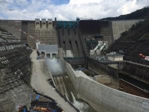 再開発が竣工した鶴田ダム